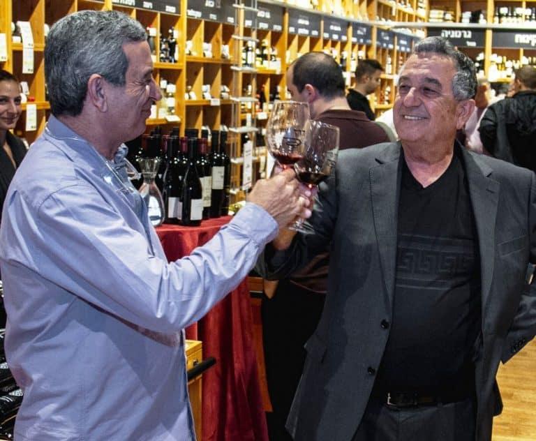"""אורי שקד (משמאל) ואלי שקד - מנכ""""ל רשת דרך היין"""