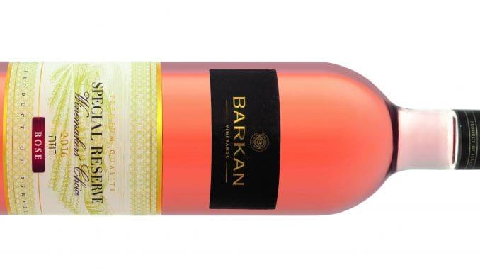 היין עשוי מענבי פינו נואר מבכרמי היקב בקרבת מושב דלתון שבגליל העליון