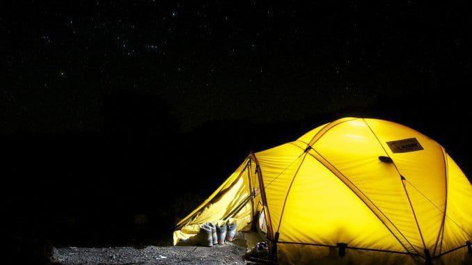 מומלץ אוהל עם חלונות. אנחנו לא נמצאים באלסקה, ולכן איננו צריכים אוהל אטום