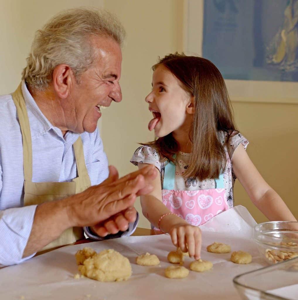 הספר הופך את המטבח למקום עבור בילוי זמן איכות יחד עם הילדים והנכדים