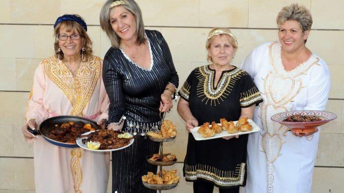 נשים מבשלות שדרך המאכלים הביתיים שלהן מציגות מטבחים כמו האתיופי, הבוכרי, האירני, המרוקאי, התימני, הקוצ'יני, הכורדיסטני, הקראי