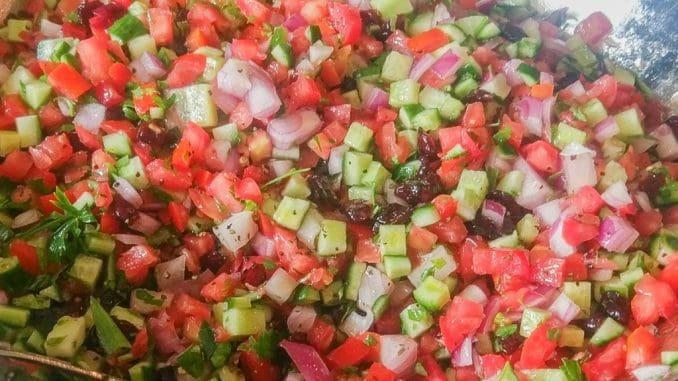 סלט ירקות בכל ארוחה