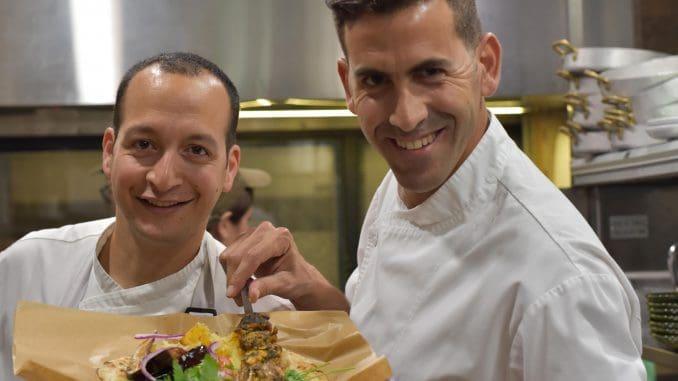 שף שגב משה (מימין) - הערב היווני נוצר כדי להביא גיוון לקהל הישראלי חובב החידושים