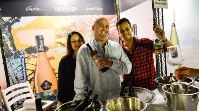 ארז וינר חוגג בפסטיבל לבן על הים בהרצליה