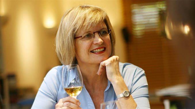 גברת רובינסון נחשבת למובילת דעת קהל עולמית. ניתוח היין שלה הוא מבריק
