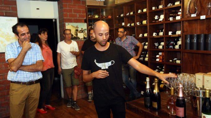 רועי יניב מטעים את יינות רמת הגולן לא רק בחגים