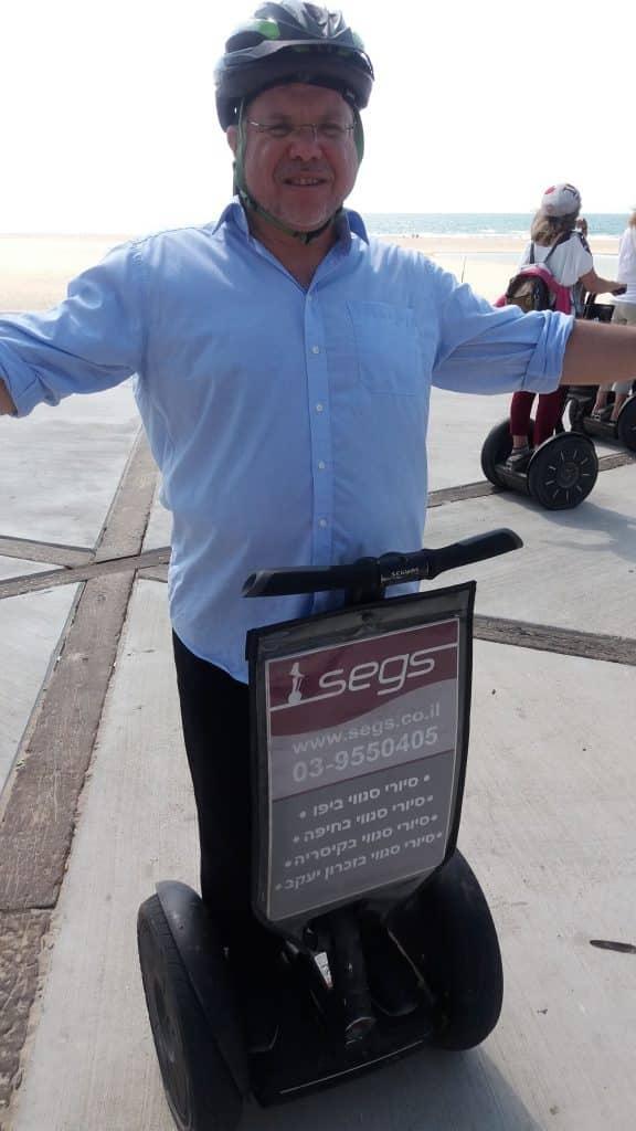 אורי שלזינגר בטיול רכוב על סאגווי באתר הפסטיבל
