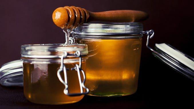 בכפית סוכר ובכפית דבש יש אותה כמות קלוריות - כ- 20 קלוריות