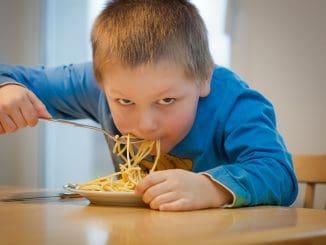 כהורים נרצה לשמור על הרגלי אכילה בריאים לילדים בכל ימות השנה