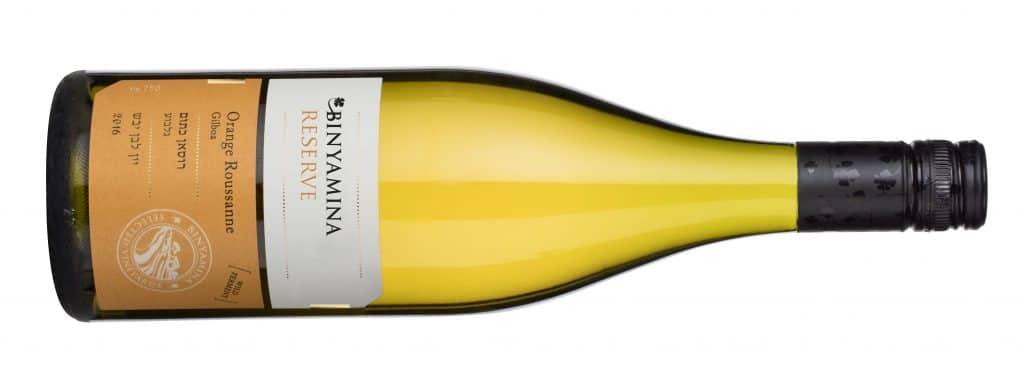 מיוצר בסגנון יינות כתומים, כשהאשכולות נסחטים בשלמותם ומועברים לתסיסה עם הקליפות בדומה ליינות אדומים