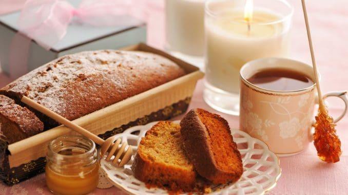 עוגה המשלבת דבש עם תפוחים והדרים