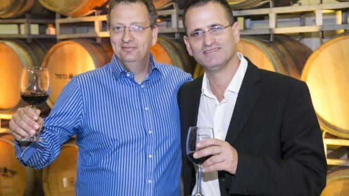 גלעד הלוי (משמאל) עם הדירקטור רון הדסי