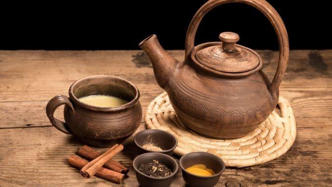 צ'אי מסאלה - חליטת תה בניחוח הודי המכילה תערובת תבלינים ארומטית