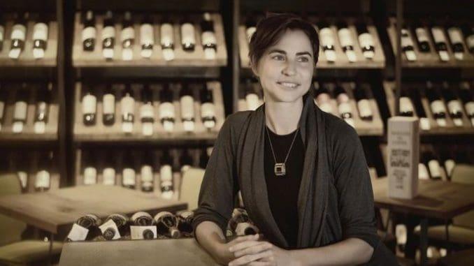 רוני ססלוב היא ייננית, כורמת, כתבת יין, מבקרת יין, שופטת בתחרויות יין ומרצה בארץ ובעולם