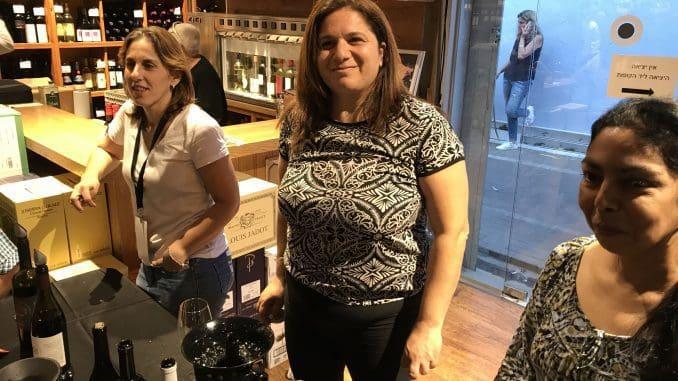נשים בתעשייה: מימין לשמאל אירית פלגרינו מיקב לה טרה פרומסה, אושרת גזר - מנהלת מרכז המבקרים ביקב עמק האלה, שרון כהן מיקב רוגלית