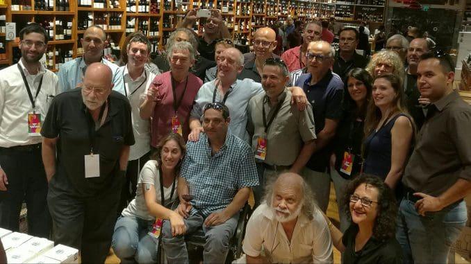 """לטעימה המקדימה לפסטיבל שהתקיימה בחנות """"דרך היין"""" בדרך השלום בתל אביב, הגיעו כמעט כל היקבים המשתתפים בפסטיבל והייננים שלהם"""