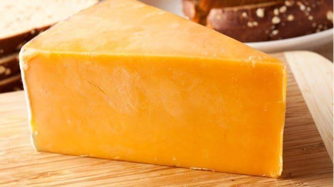 מקורה של גבינת הצ'דר בכפר צ'דר במחוז סומרסט באנגליה