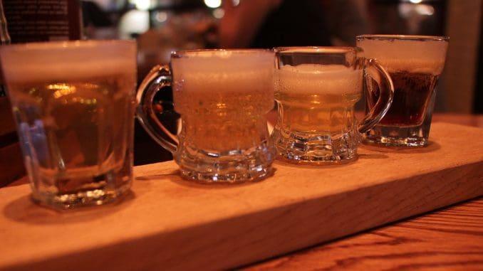 איזה כיף לשבת מול תפריט של 55 בירות, לקבל טעימות, להתלבט ולהחליט איזו בירה מתחשק לנו
