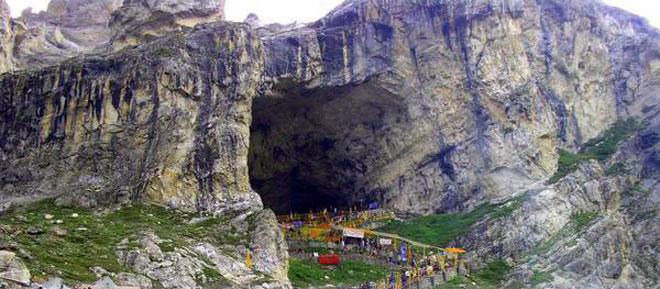 מסע מרתק של עולי הרגל למערת אמארנאט