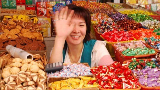 קבלת פנים חמה לתרמילאים בשוק בקירגיזיסטן