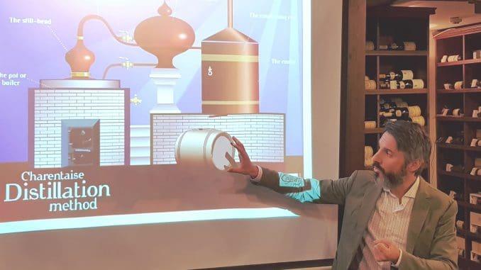 קסווייה בלאן מסביר על הזיקוק השני של הקוניאק