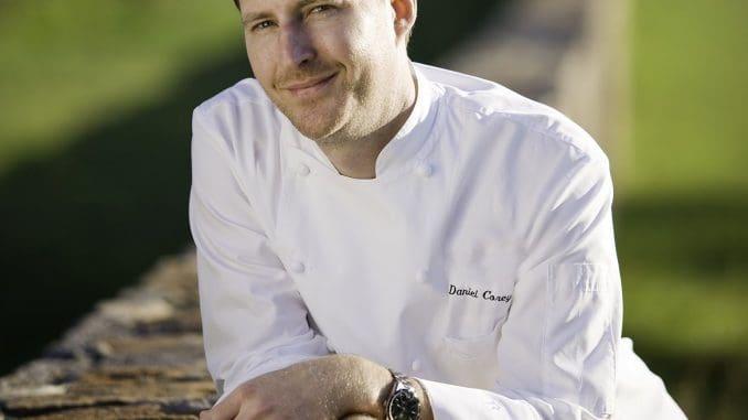 שף דניאל קורי ממסעדת לוצ'ה במלון אינטרקונטיננטל סן פרנסיסקו שואב השראה קולינרית מכל הסובב אותו. צילום Mark Leet