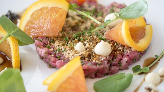 המרכיבים המקומיים הטריים העומדים לרשות השף קורי מאפשרים לו להציע תפריטים המבוססים על המיטב מכל עונות השנה