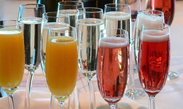הזדמנות להשיק כוסיות של מבעבעים – מיין נתזים פשוט עד שמפנייה איכותית. צילום pixabay