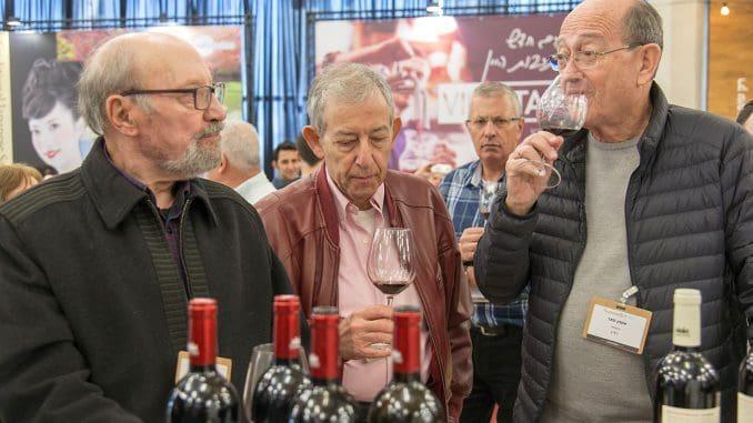 טעימת יין זה דבר רציני: מימין לשמאל אמנון פאר, רן בירון, מיכאל (מימי) בן יוסף. צילום איל גוטמן