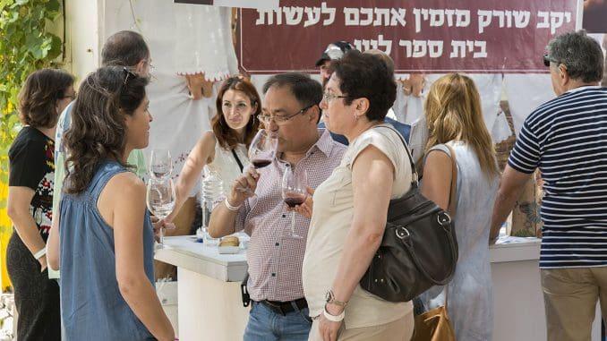 הרבים שמגיעים לאירועי יין לומדים עליהם מהמדיה. גם זה חלק מהעשייה. צילום איל גוטמן