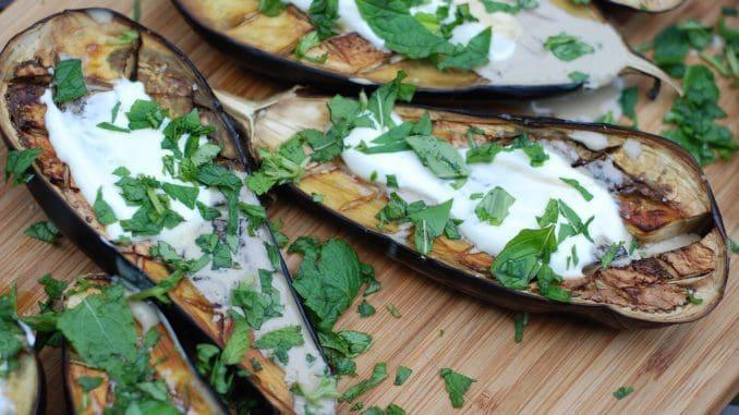 חצילים עם טחינה – מנה פופולרית במסעדות. צילום pixabay