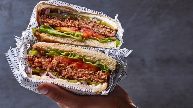 המבורגר 150, 220 או 300 גרם מבשר בקר, טלה, או אנטריקוט מיושן. צילום איל שי