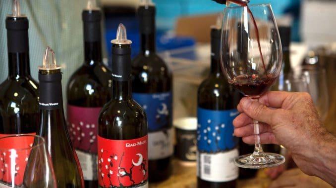 טעימת יינות ביקב בר-מאור. צילום דוד סילברמן dpsimages
