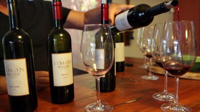 טעימת יינות ביקב סימון. צילום דוד סילברמן dpsimages