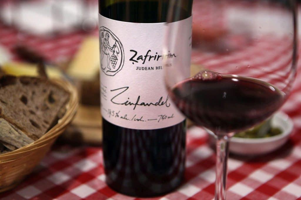 טעימת יינות ביקב צפרירים. צילום דוד סילברמןdpsimages