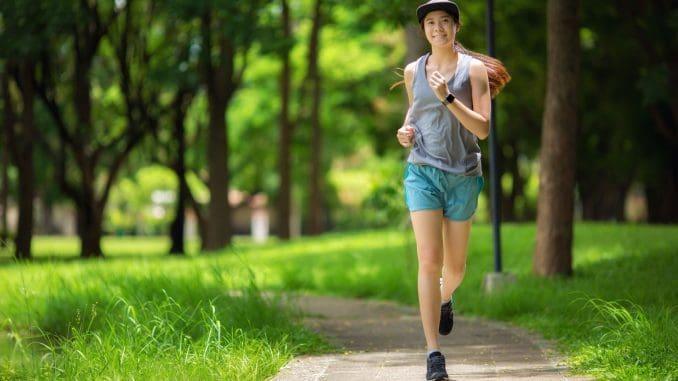 בין אם המטרה היא ירידה במשקל, עלייה במסת השריר או חיטוב, יש  לצרוך כמות מסוימת של חלבונים, שומנים ופחמימות לאורך כל היום. צילום shutterstock/herbalife