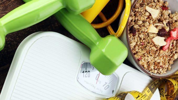 מוצרי פחמימות חיוניים (פירות, דגנים, קטניות) מסייעים לגוף לייצר אנרגיה לאורך כל היום, גם בזמן האימון. צילום shutterstock/herbalife