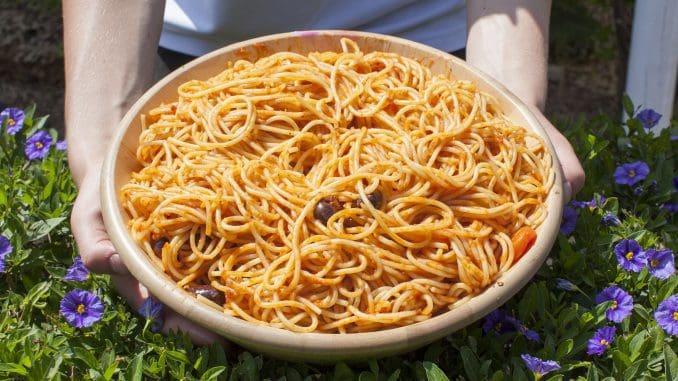 אחרי שבחרתם את המאכלים המסורתיים המתאימים לחג, ניתן להוסיף גם מאכלים אחרים