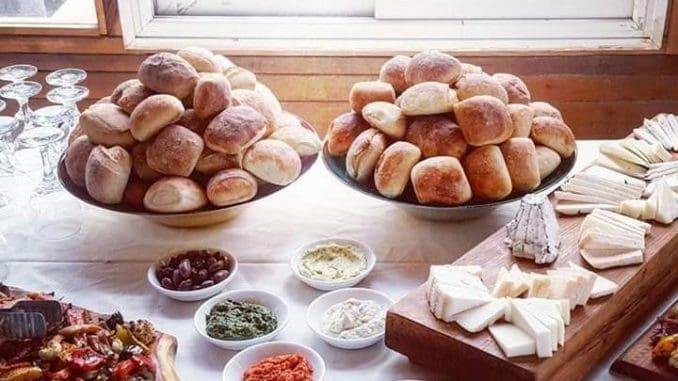 במחלבת צאלה ניתן יהיה ליהנות מסופגניות ממולאות בגבינה, כמו ברי בשלה, פטה מגוררת בתוספת פסטו, וקשקבל מגורר