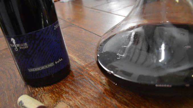 """שמו UNDERGROUND KAFKA 2014 ותמורת 160 ש""""ח תקבלו יין שיהיה בשיאו ובמיטבו בעוד שמונה עד עשר שנים. צילום זאב דוניא"""