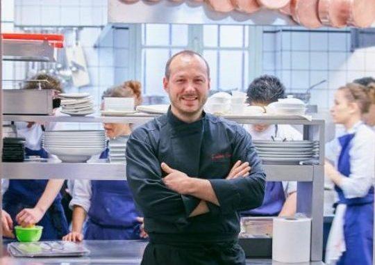 השף פרדריק סימונין ממסעדת Frédéric Simonin בפריז המעוטרת בשני כוכבי מישלן.Copyright Frederic Simonin