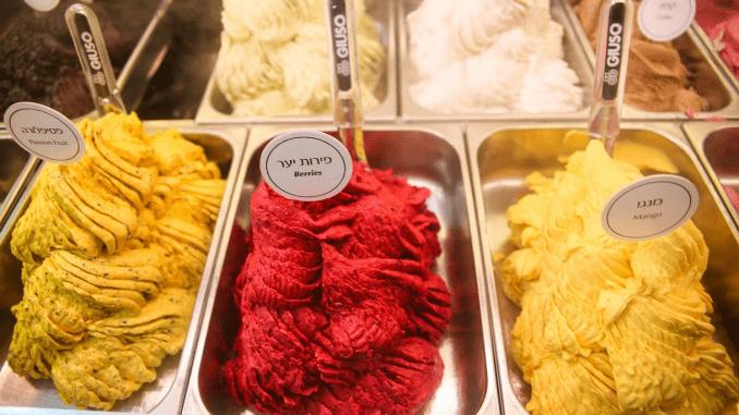 ג'וני למד את אמנות הכנת הגלידה משף איטלקי בשם ג'ף שעל שמו נקרא המקום