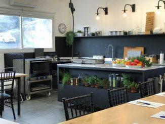 מגוון סדנאות רחב: בישול איטלקי, בישול ערבי-יפואי, בישול הודי, בישול בריא, אפיית מתוקים, אפיית שמרים, בישול חובק עולם. צילום הדס ניצן