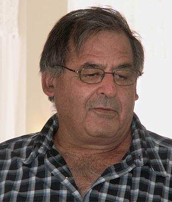 2008 הייתה שנת פטירתו של רוני ג'יימס - מר טרואר הישראלי. צילום שגיא קופר