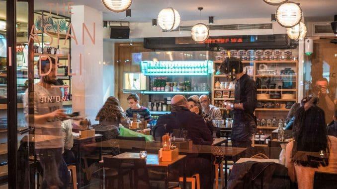 קונספט המסעדה מאפשר לבחור בין חוויית האירוח של המקום, לבין איסוף טייק אווי או הזמנת משלוח עד הבית למי שגרים ברדיוס המשלוחים. צילום אנטולי מיכאלו