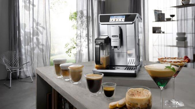 אפליקציה ייעודית הנקראת Coffee Link App מאפשרת יצירת מגוון משקאות חדשים, עוזרת בהפעלת המכונה ונותנת הסבר לכל פעולה