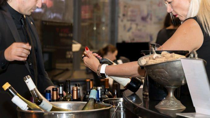 יותר ויותר נשים שותות ומתעניינות ביין. מה לעשות – החך וחוש הריח שלהן משוכללים מאלה של הגברים. צילום איל גוטמן