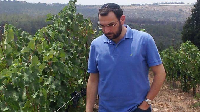 רונן פרלמוטר – האם יכתוב בישראל היום על יינות שאינם כשרים? צילום מאתר איש הענבים