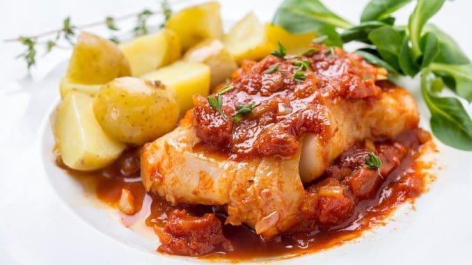ניתן להגיש לצד קוביות תפוחי אדמה בתנור או סלט עלים ירוקים