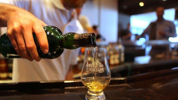 התערוכה מציגה את מותגי הוויסקי המובילים לצד מותגים חדשים מכל העולם, כולל השקות של בקבוקים ומהדורות מוגבלות ונדירות. צילום דוד סילברמן dpsimages